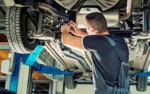 Mechanic under car Large web 2